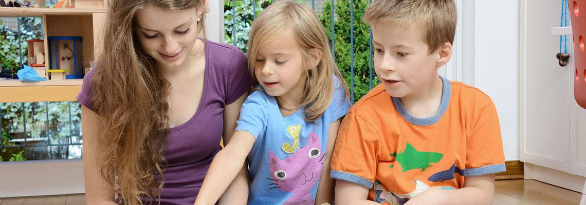 Trouver un baby-sitter bilingue pour son enfant
